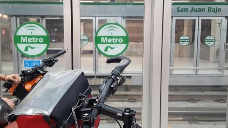 Sevilla, metro access.
