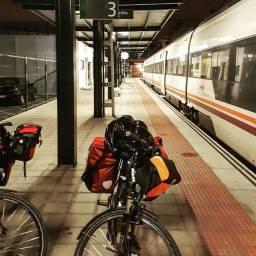 Léon, train station.